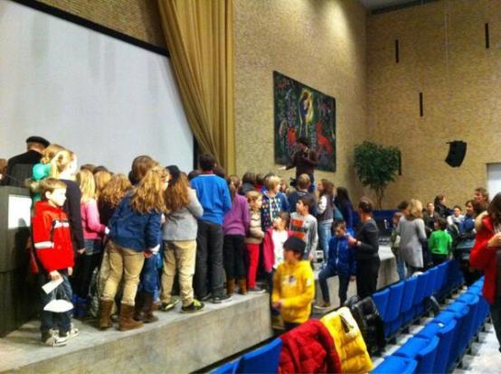 Op het einde mochten alle kinderen, zoals gebruikelijk, op de foto met de hoogleraar.